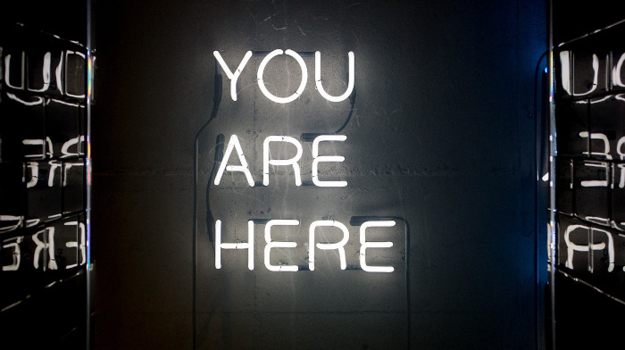 Neon-Werbung YOU ARE HERE